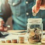 ¿Cómo ahorrar dinero y pagar deudas al mismo tiempo?