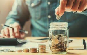 ¿Qué hacer para ahorrar dinero y pagar deudas?