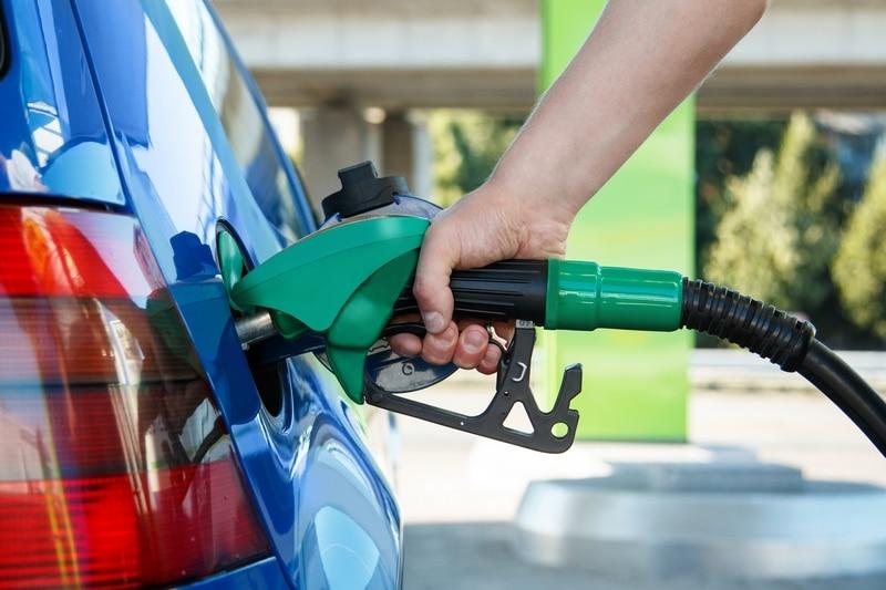 ¿Cómo ahorrar gasolina? 10 formas fáciles de gastar menos combustible