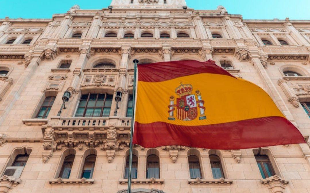 Economía de España en recesión: El PIB interanual retrocede 22.1%