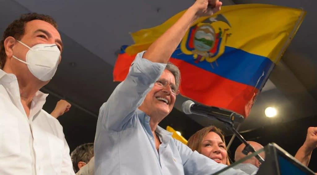 El exbanquero ecuatoriano Lasso gana elecciones presidenciales